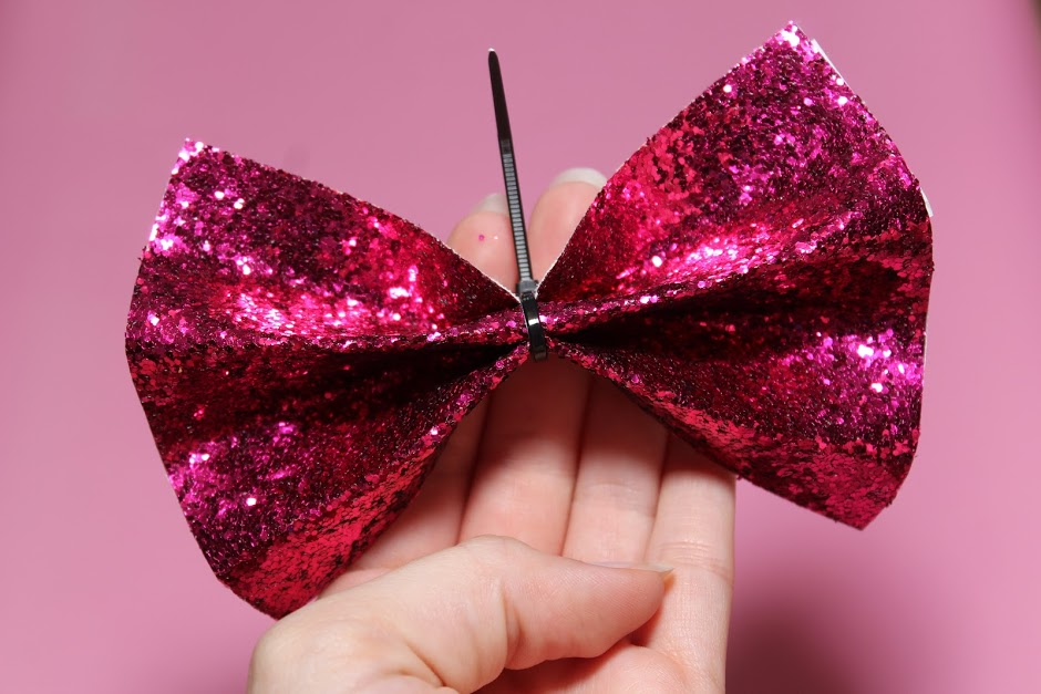 How to make sparkle Minnie Mouse bow